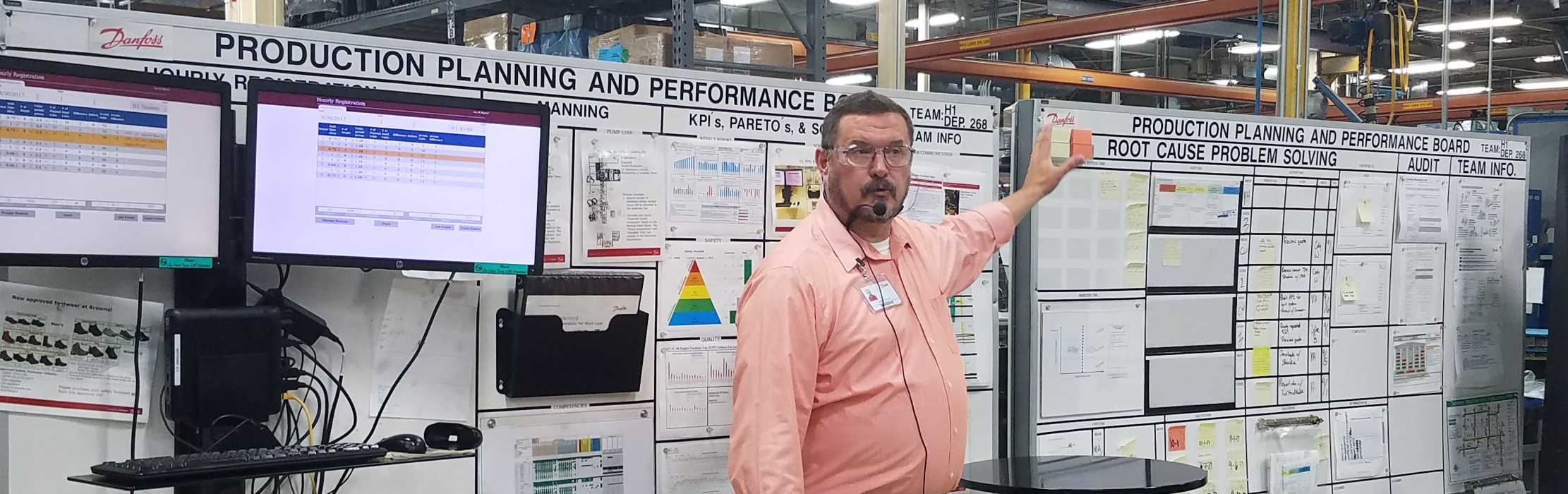 Trainer discussing productivity tools at an event in a manufacturing company.